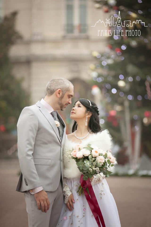 フランス、パリ郊外で挙式した新郎新婦