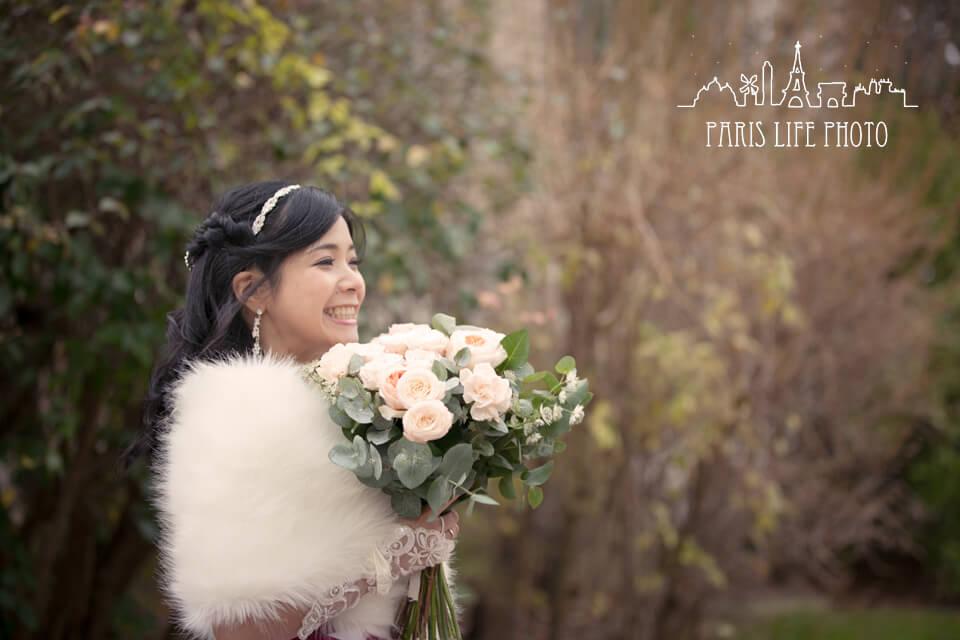 フランス、パリ郊外で冬に挙式した新婦のポートレート
