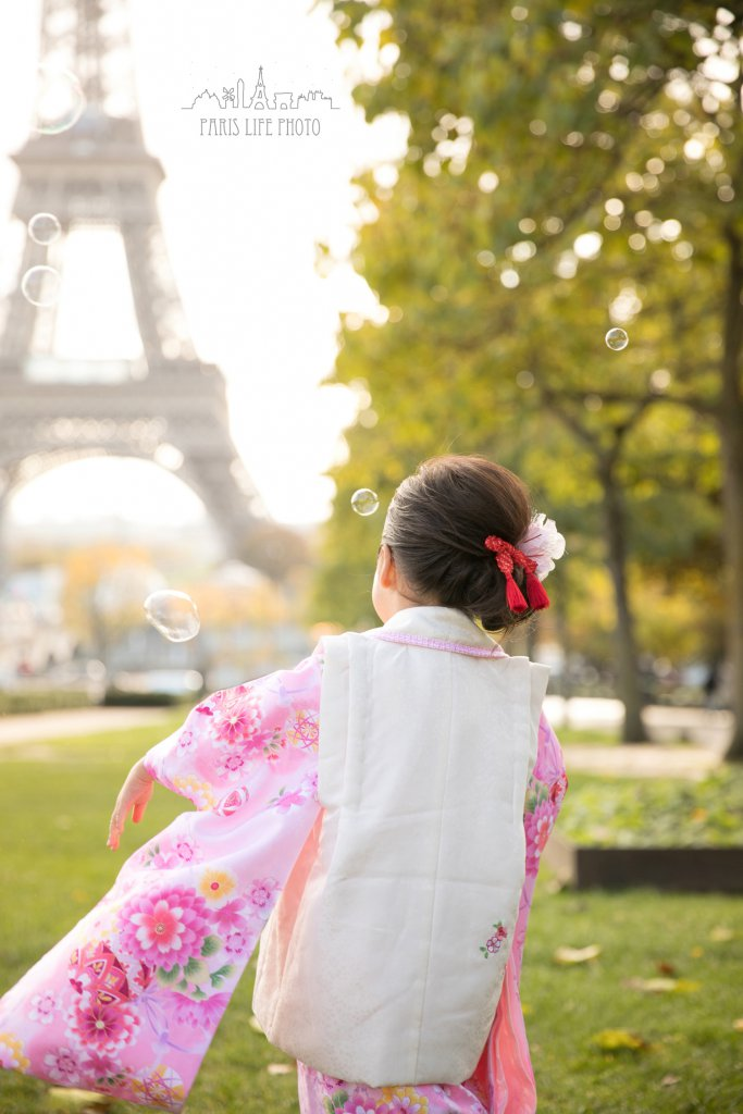 パリで3歳七五三写真後ろ姿